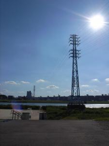 荒川河川敷の送電線